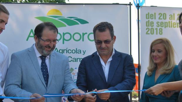 El alcalde de Carmona en la inauguración del evento que se extenderá hasta el domingo