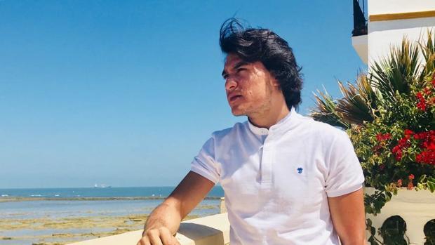 Samuel Serrano en una foto en su Chipiona natal.