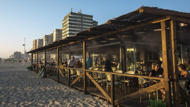 Los chiringuitos de Cádiz, aún pendientes de si podrán abrir durante los meses de invierno
