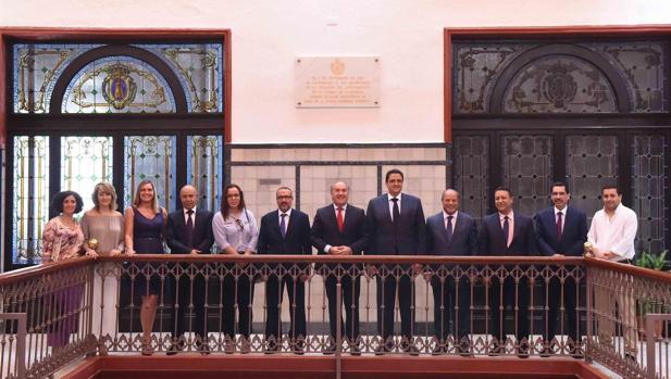 Representantes de ambas ciudades, durante su encuentro formal