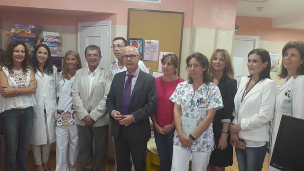 Palma, Herrera y Belizón, con los profesores de los hospitales.