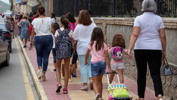 El PSOE pide garantías para que los colegios públicos se encuentren en buen estado.