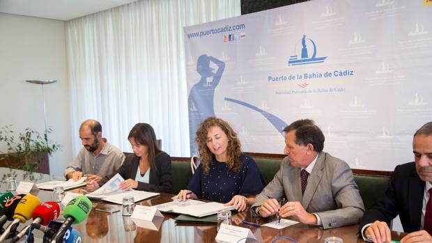 Momento de la firma del convenio en la sede de la APBC
