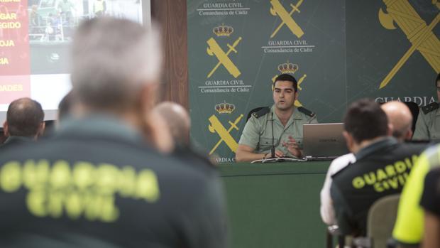 El teniente de Barbate, durante su intervención.