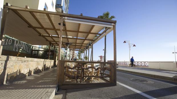 Una de las estructuras que tendrán que eliminar los empresarios del Paseo Marítimo.