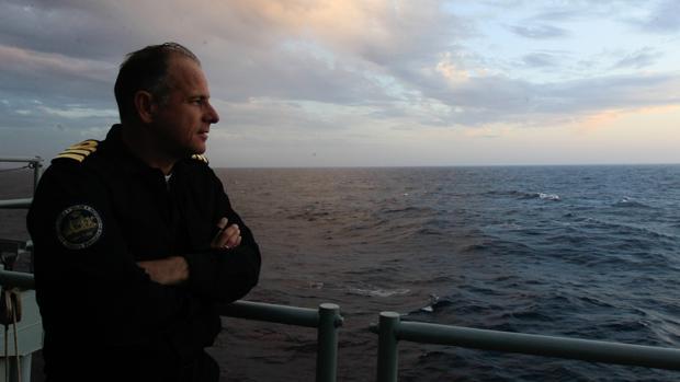 El comandante, en la cubierta de la 'Numancia'.