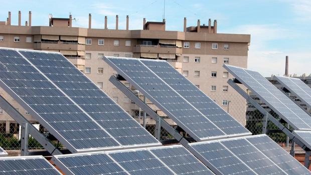 Placas solares forman parte de las energías renovables y no contaminantes.