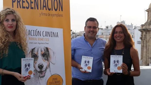 Presentación del libro 'Educación canina. Manual doméstico' en el hotel Las Cortes
