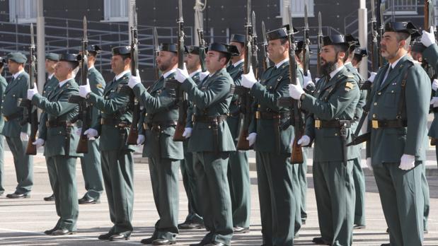Los guardias civiles de Cádiz durante un acto.