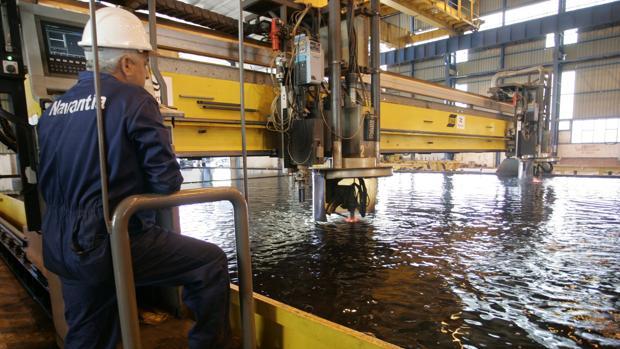 Corte de chapa en los talleres de cabecera. La imagen corresponde a PuertoReal con los petroleros