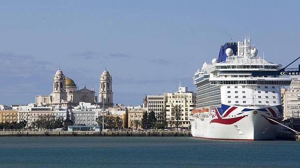 Uno de los cruceros que han llegado al Puerto de la Bahía de Cádiz