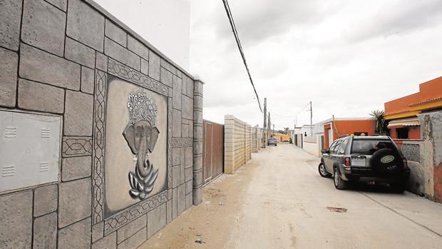 El barrio del Zabal, en La Línea, es una de las zonas donde más viviendas ilegales se concentran y donde los operativos contra los narcos son habituales.