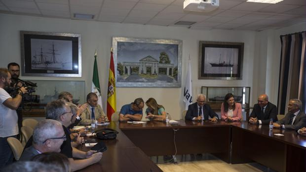 El comité de San Fernando mantuvo la pasada semana una reunión en el astillero con la presidenta de la Junta