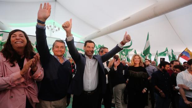 Juanma Moreno y el candidato por Cádiz el 2D, entre otros dirigentes populares