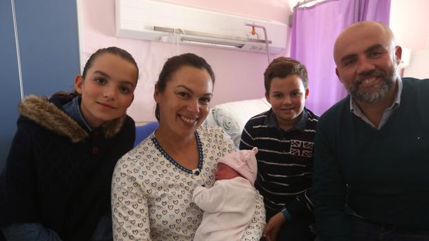 Julia fue el primer bebé en nacer en 2018, en el clínico de Puerto Real.