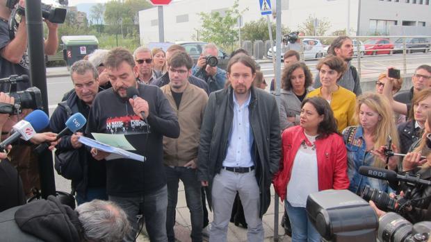 Iglesias acudió este lunes a apoyar a la plantilla de La Naval