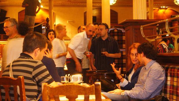 Una tertulia 'Beers and politics' en Bilbao.