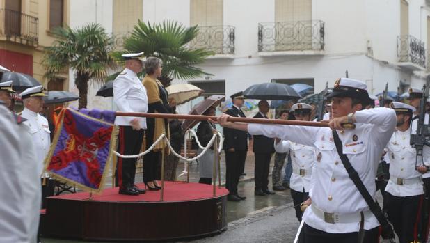 Momento del desfile en el homenaje en Guadix.