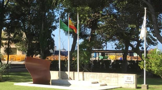 La bandera de Arabia Saudí ondea en la Carraca, en San Fernando, a las puertas de Navantia.