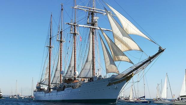 El buque Juan Sebastián Elcano