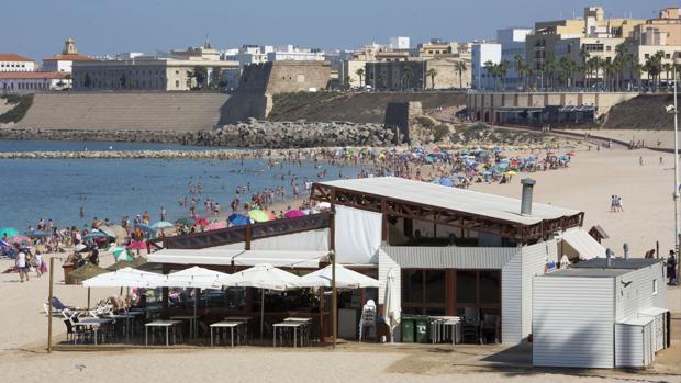 Uno de los chiringuitos situado sobre las playas de Cádiz