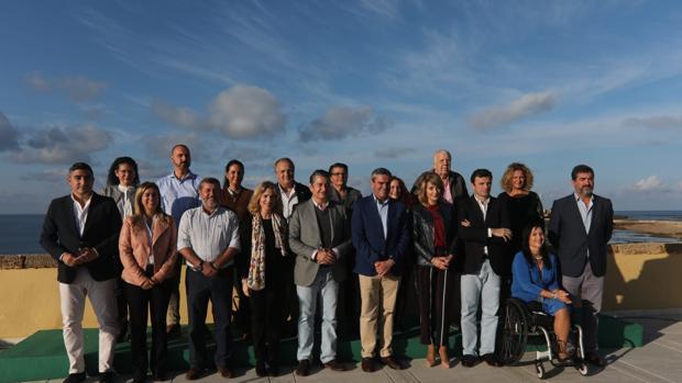 Foto de familia de la candidatura del PP por Cádiz