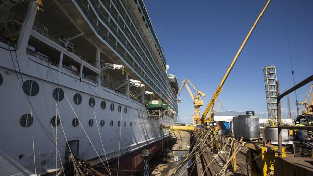 Reforma de uno de los cruceros de Royal Caribbean en el astillero de Cádiz