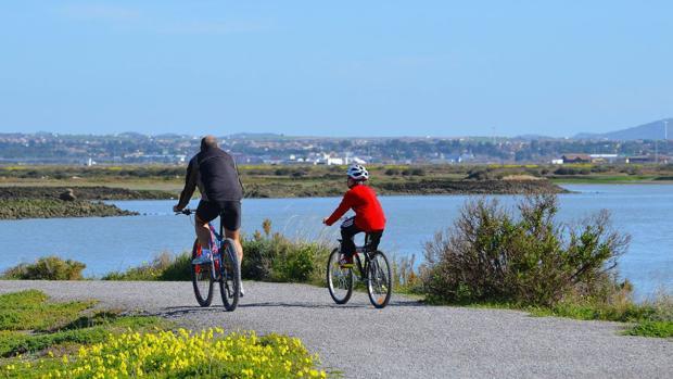 El sendero se puede hacer caminando o en bicicleta de montaña.