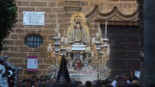 Recorrido de la Virgen de la Palma por las calles de su barrio