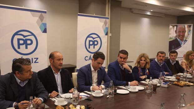 El secretario general del PP ha mantenido un encuentro en Cádiz con operadores de comercio exterior.