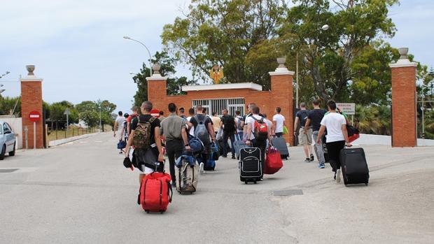 Llegada de los alumnos del anterior ciclo al cuartel.