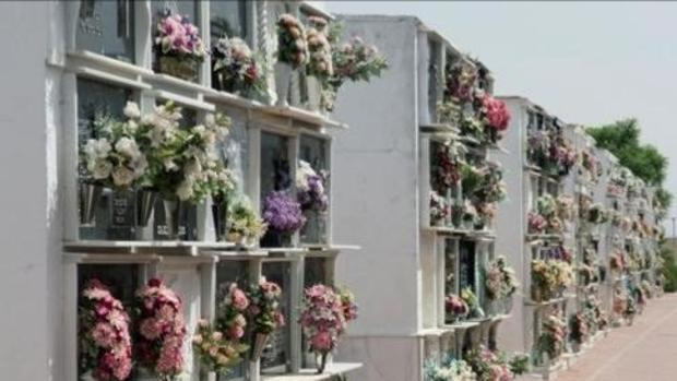 Fuentes de Andalucía ofrece entierros gratis para sus más de siete mil vecinos