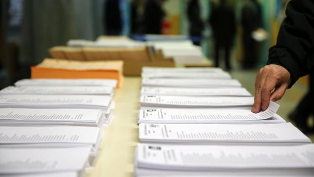 Los gaditanos podrán elegir entre 15 papeletas en estas elecciones andaluzas.