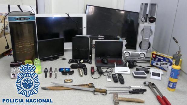 Imagen de los objetos robados que se encontraron en su domicilio.