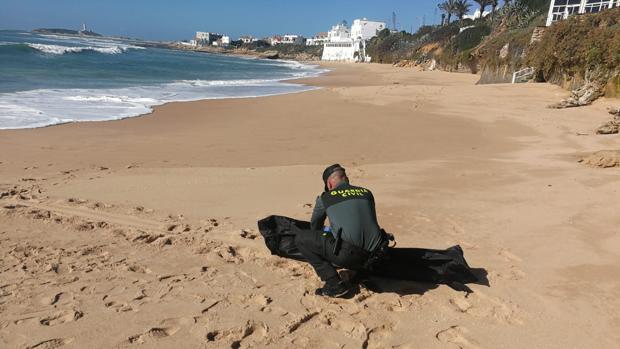 Uno de los doce cadáveres aparecidos estos días en la playa