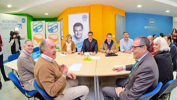 José Ortiz se reunió ayer con empresarios en la Cámara de Comercio.