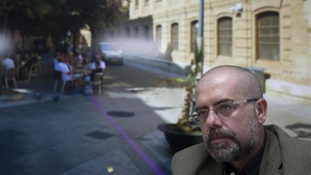 Manuel Salomón es el presidente de la Federación de Vecinos 5 de abril. - FRANCIS JIMÉNEZ