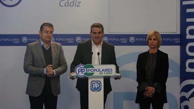 José Ortiz, junto a Antonio Sanz y María José García Pelayo.