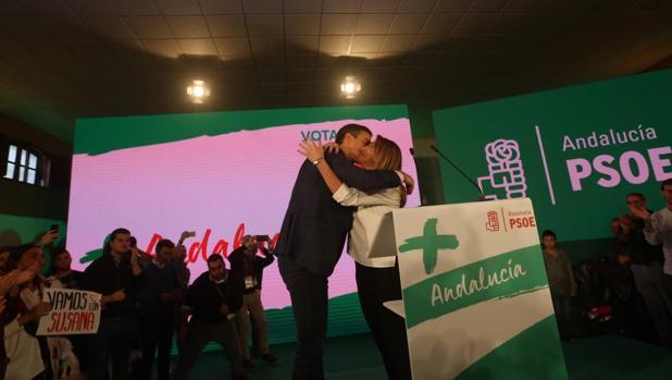 Pedro Sánchez y Susana Díaz en el mitin en Chiclana.