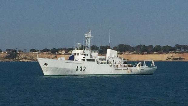 El buque hidrográfico 'Tofiño' puede visitarse en el muelle.