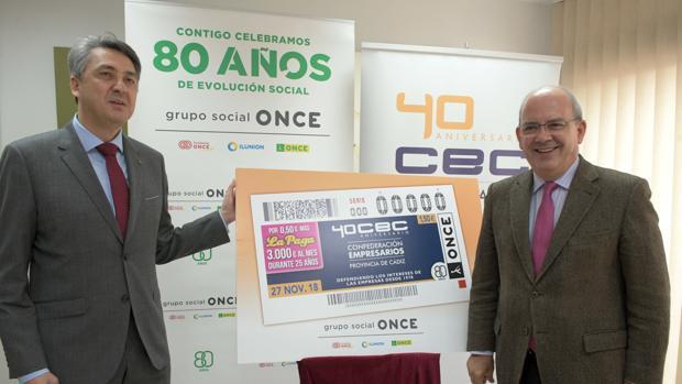 El director de la ONCE en Cádiz, Alberto Ríos, y el presidente de la CEC, Javier Sánchez Rojas