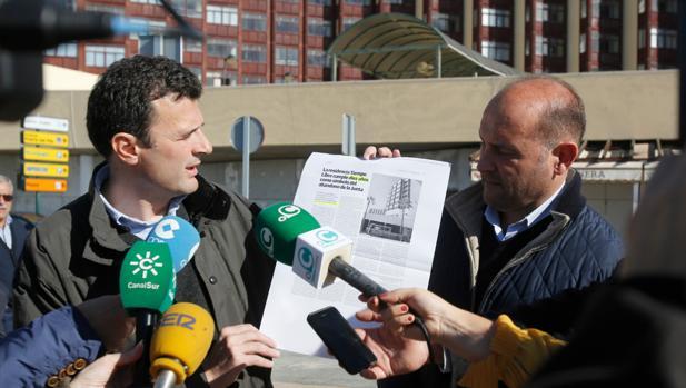 Bruno García mostró una información de LA VOZ para denunciar el retraso.