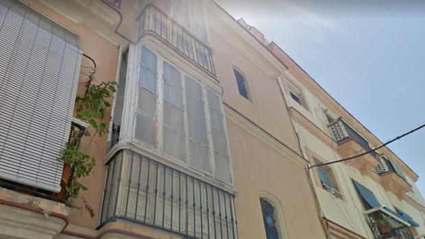 La caída de la viga se ha producido en una vivienda del segundo piso de la calle Bendición de Dios, 3