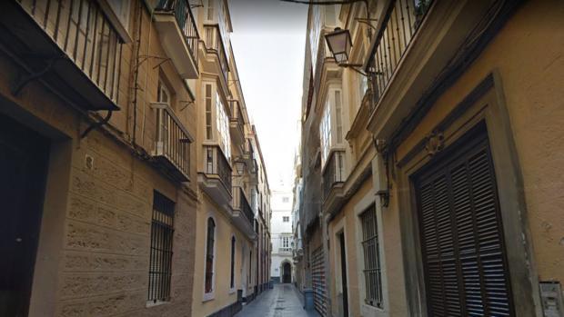 El arrestado fue detenido en la calle Santiago, en el centro de la capital gaditana.