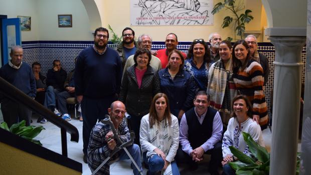 Foto tras la visita realizada por instituciones y entidades a la casa.