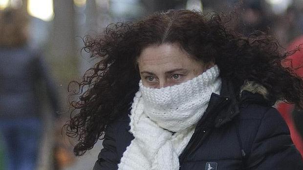 Las bajas temperaturas obligan a sacar las bufandas y abrigos