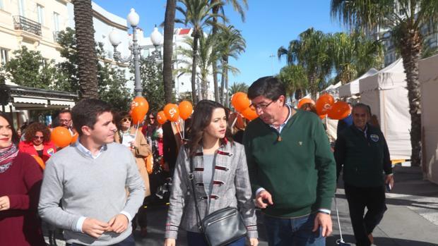 Sergio Romero, Inés Arrimadas y Juan Marín en San Juan de Dios.