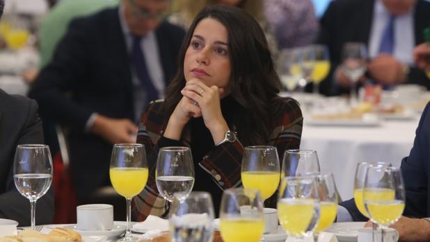 Inés Arrimadas, durante el desayuno en el Foro LA VOZ.