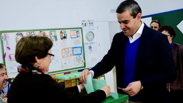 El cabeza de lista del PP por Cádiz, Pepe Ortiz, en Vejer