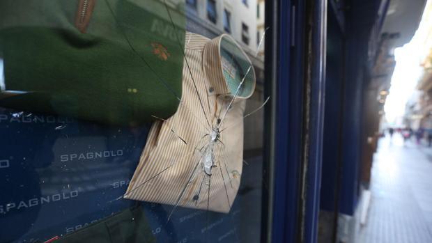 La tienda de Spagnolo en Cádiz sufrió daños de consideración.